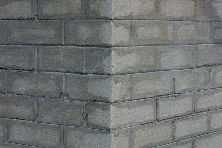 Utiliza revoque de cemento para apoyar ladrillos.
