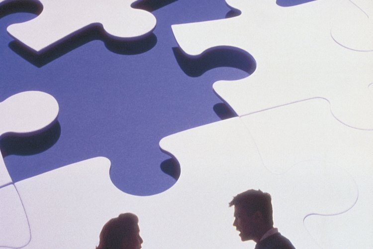 Los miembros de la familia adoptan roles con los que se identifican para poder soportar la disfuncionalidad.