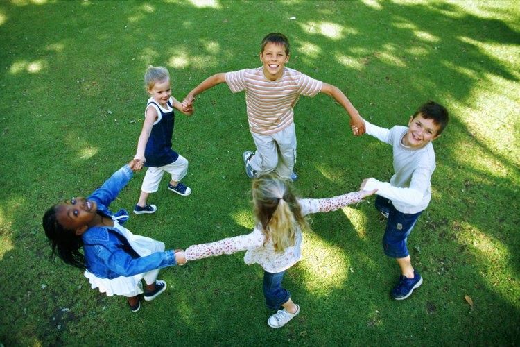 Un niño autista no siempre sabe como preguntarle a alguien si puede jugar.