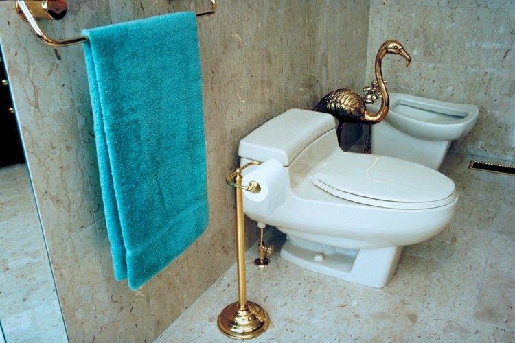 Un bidet dirige una corriente de agua en la parte inferior de los usuarios para limpiar la zona perineal.