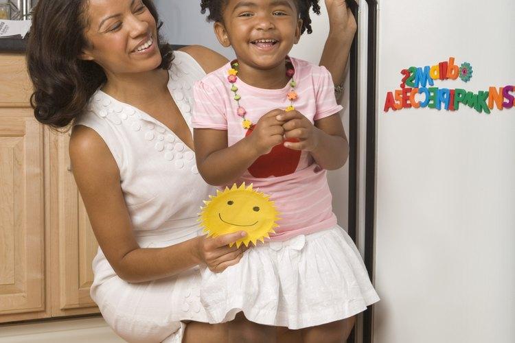 Presta atención a la advertencia en la etiqueta en el interior de tu refrigerador, y busca otros lugares para almacenar esos artículos.