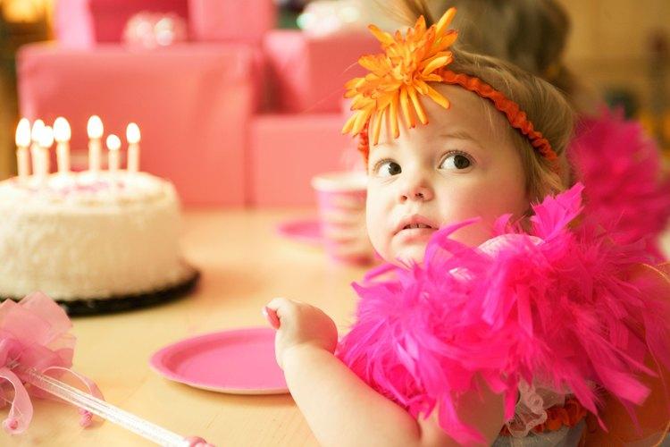 Niño de 2 años en su fiesta de cumpleaños.