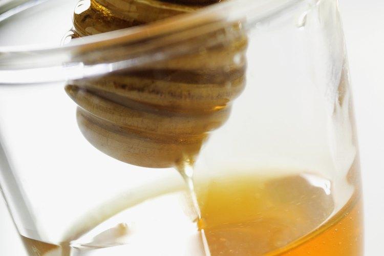 La miel parcialmente granulada no se vende tan bien como la  miel filtrada embotellada.