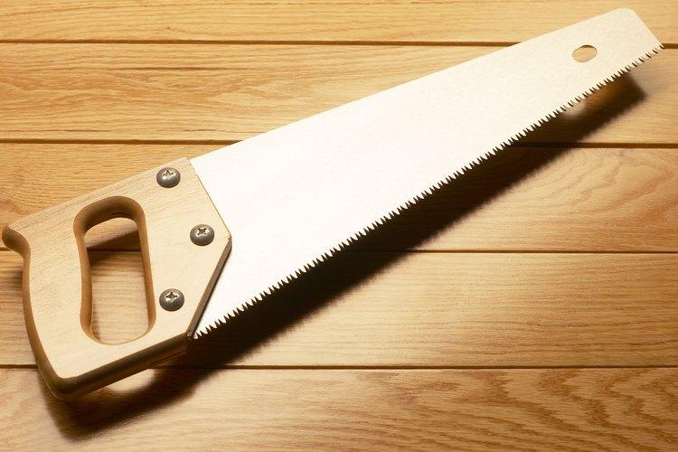 Es prácticamente imposible cortar un ángulo de 45 grados a mano.