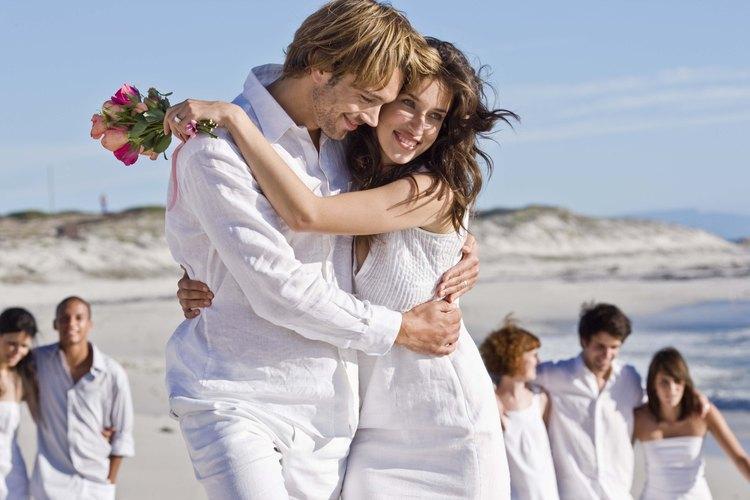 Las mujeres enamoradas tienden a expresar afecto con facilidad.