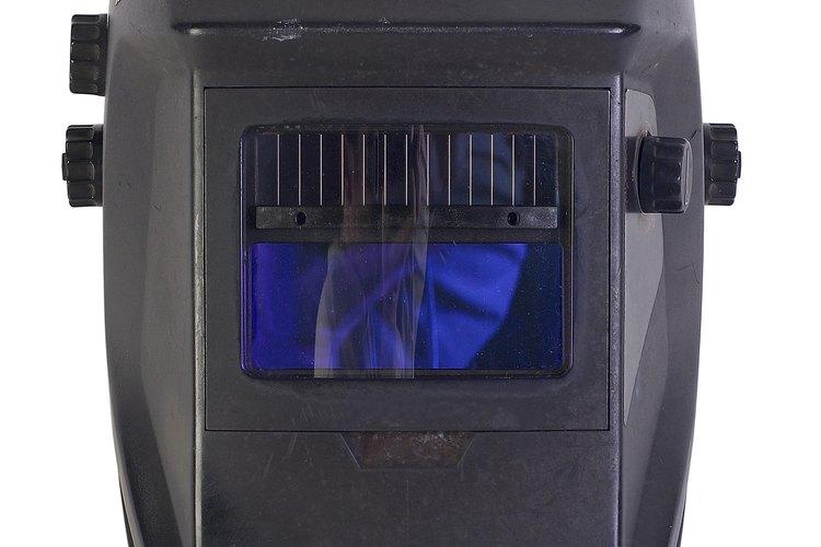 Las partes rotas se pueden soldar en una emergencia usando baterías para autos.