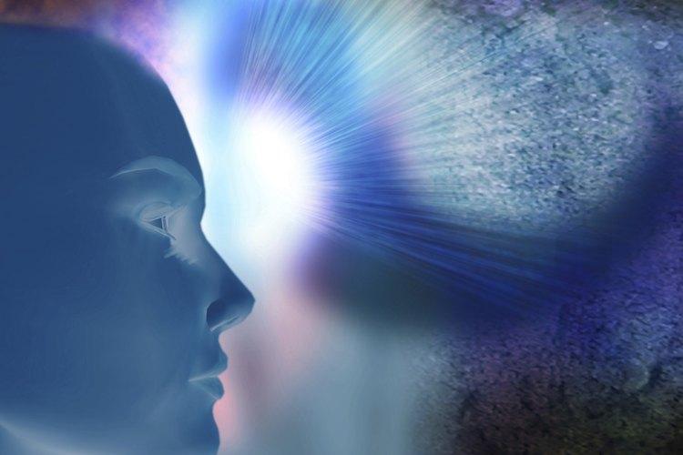 Las experiencias telepáticas son comúnmente más reportadas que las experiencias clarividentes.
