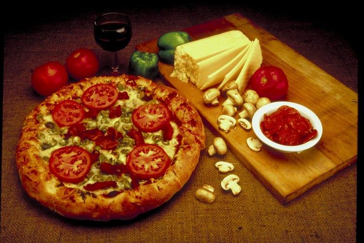 Cómo cocinar con una pizza en una parrilla para barbacoa.