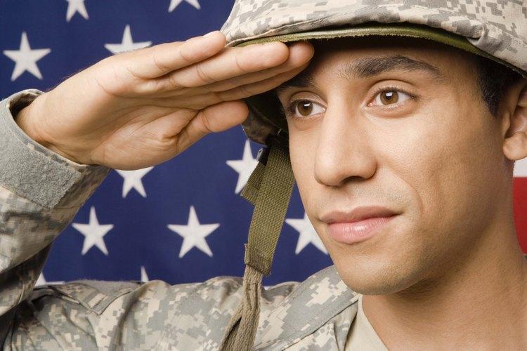 Hombres y mujeres de los 50 estados sirven a su país en las Fuerzas Armadas de los Estados Unidos.