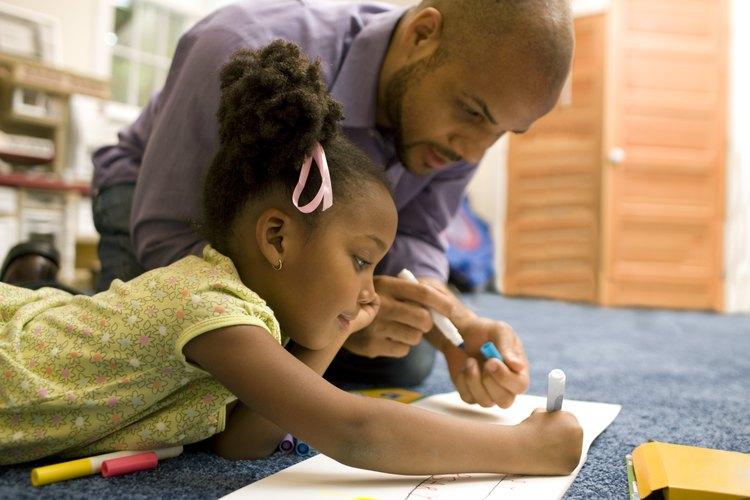 Exhibir un comportamiento positivo y ser consistente en la disciplina puede influenciar a tu hijo considerablemente.