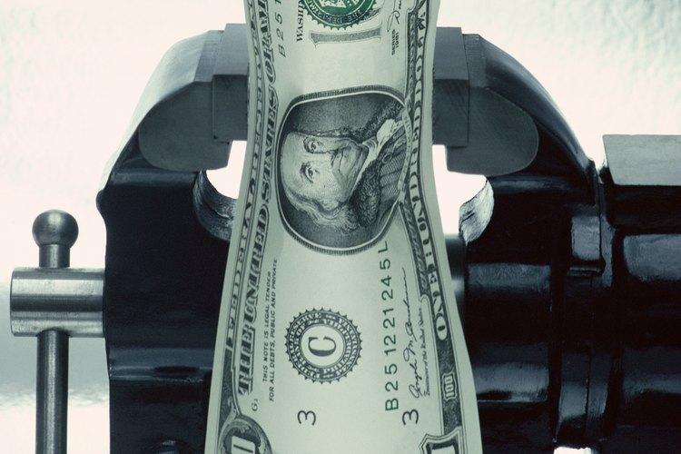 Los altos niveles de inflación reducen el poder de compra de una divisa.