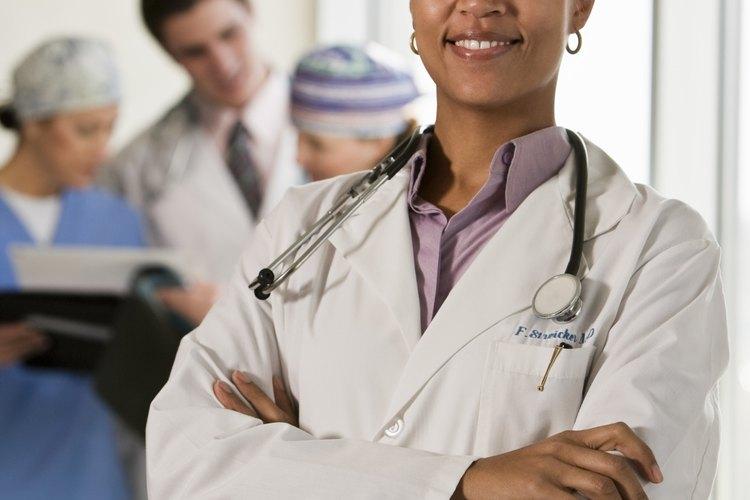 Como médica, deberás lucir refinada y elegante; nunca demasiado llamativa.