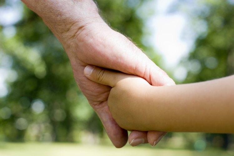 Permite que el niño participe en el funeral y en el entierro, o en otro tipo de ritual.