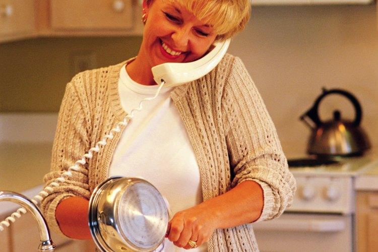 Haz que retirar la leche quemada de las ollas sea algo rápido.