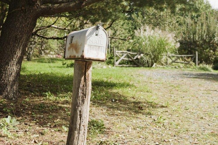 La entrega de correo rural requiere conducir tu ruta asignada.