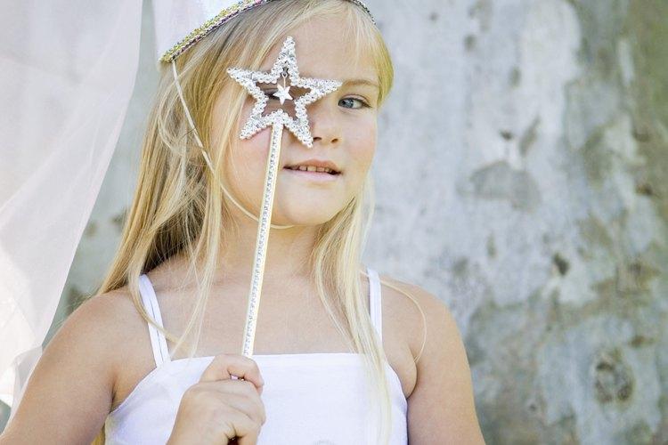 Jugar a ser alguien más motiva a los niños a usar su imaginación.