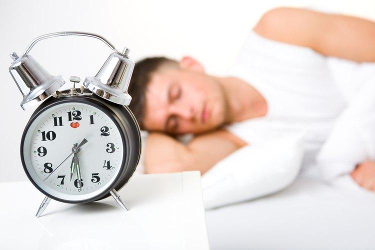 Si llegas tarde al trabajo, trata de ajustar tu reloj para que la alarma suene más temprano.