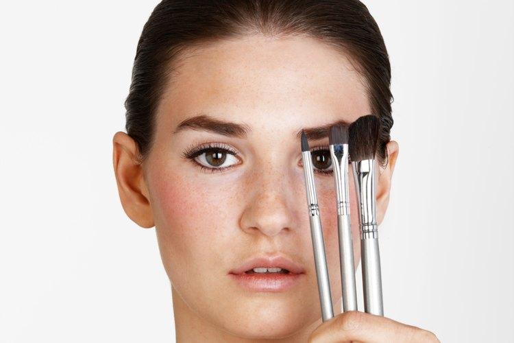 La licencia para tiendas de belleza requieren de una inspección por la junta consultiva de cosmetología y un cargo monetario.