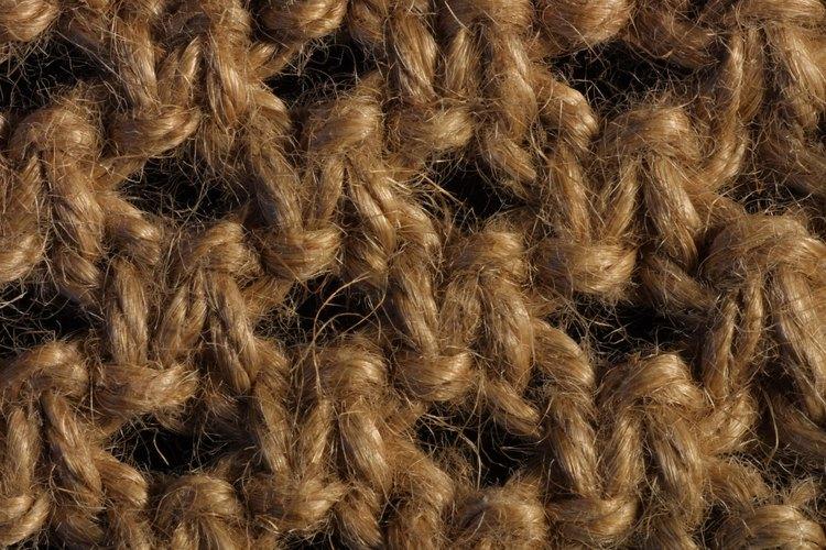 Las polillas a menudo infestan las prendas guardadas en armarios oscuros durante períodos prolongados.