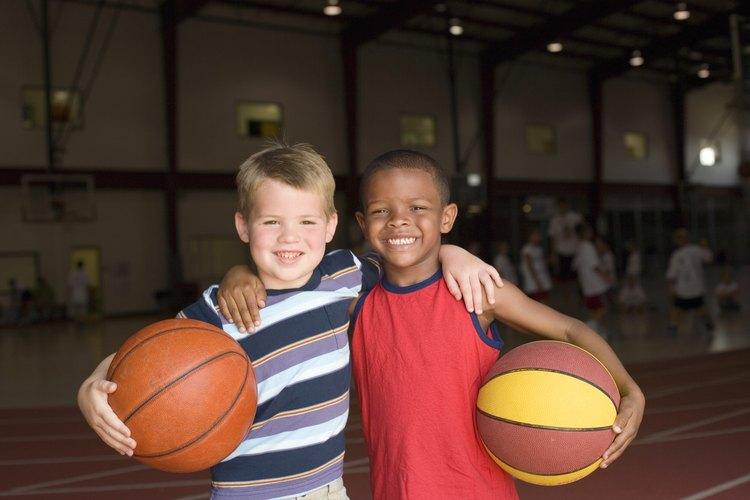 Enséñale a tu hijo a celebrar las similitudes y las diferencias entre sus amigos