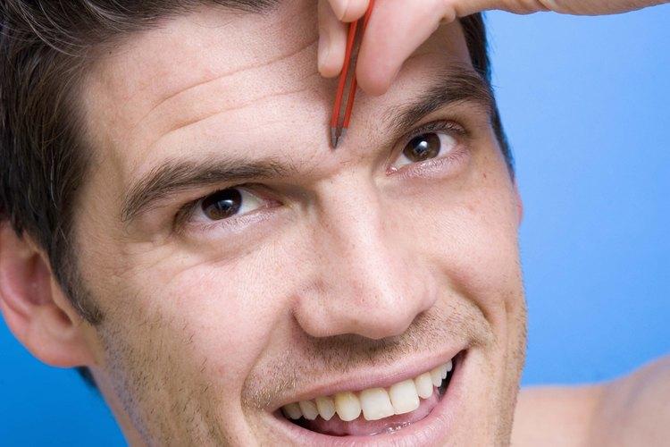 Arregla tu ceja unida con un método sencillo para eliminar el cabello.