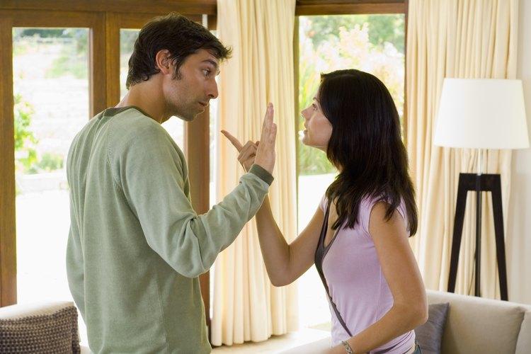 La violencia en el noviazgo refleja un comportamiento agresivo, dominante y abusivo.