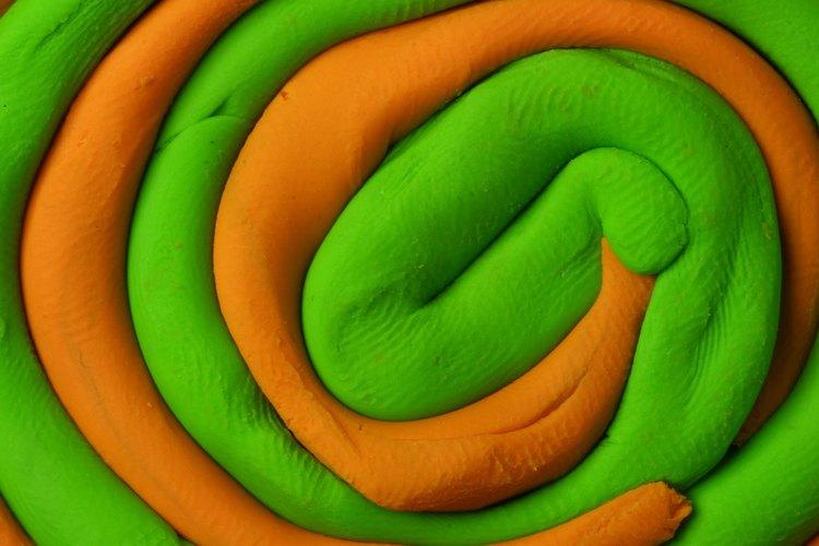 El proceso de moldeo y conformación de la plastilina despierta la parte creativa del cerebro de tu niño.