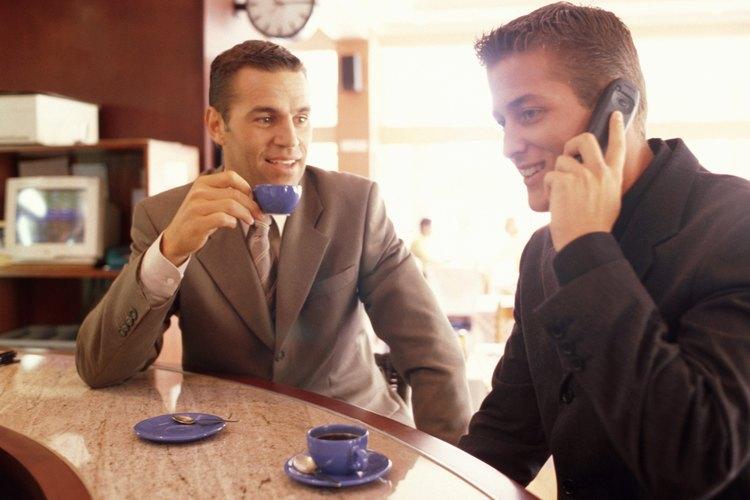 Hay que buscar distinción y elegancia en la vajilla utilizada en la cafetería.
