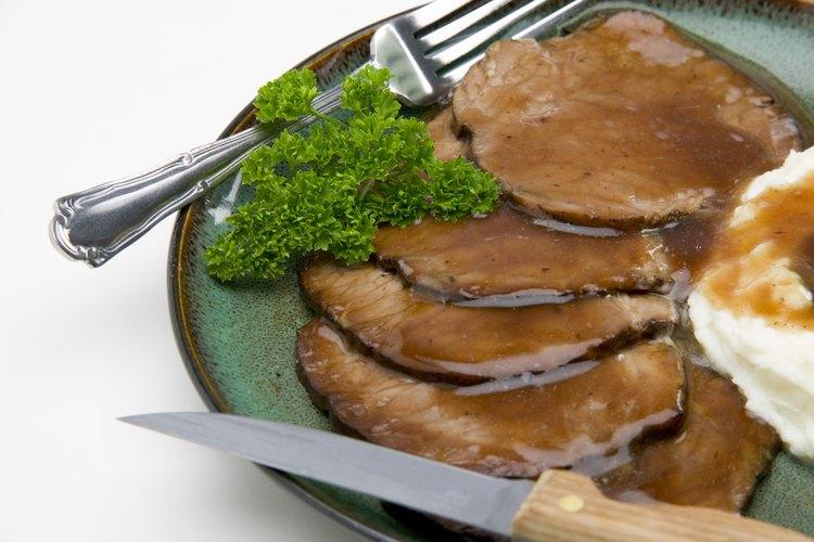 Los cubos de caldo de carne son el elemento básico de la salsa de carne.