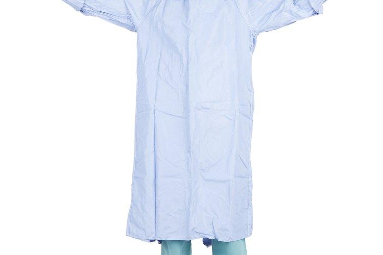Además de las batas en colores requeridos por los hospitales y clínicas locales, compra otros.