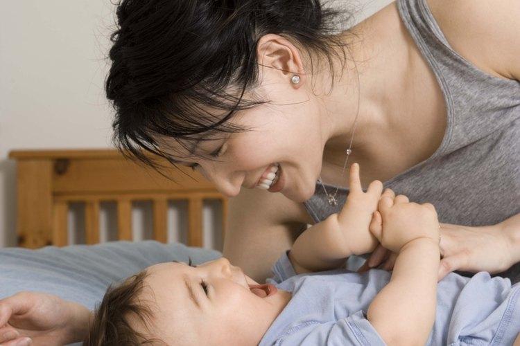 Cultiva la curiosidad natural del bebé con juegos, canciones y nuevas experiencias.