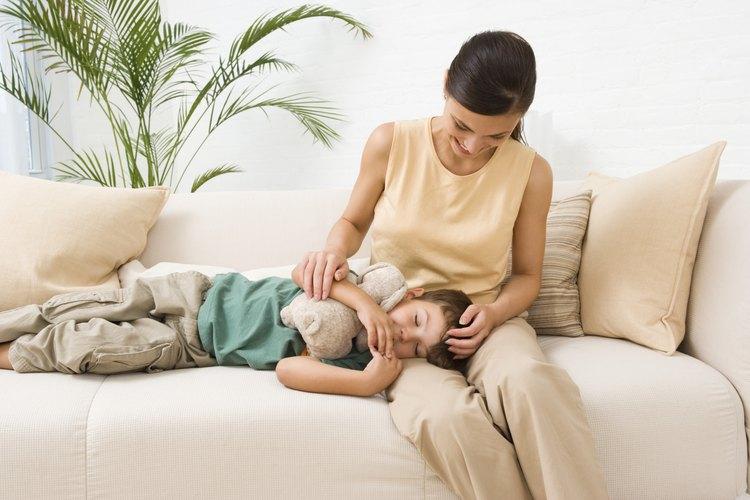 Tu hijo necesita bastante descanso para recuperarse de la fiebre estomacal.