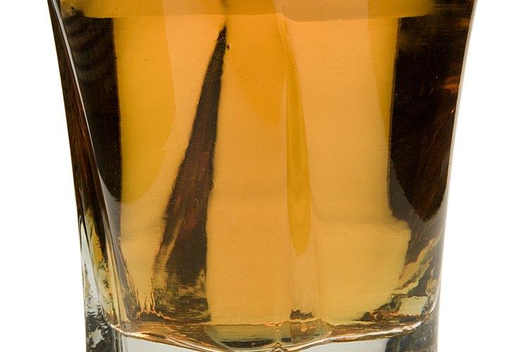 Limita el consumo de whisky a una o dos bebidas diarias.