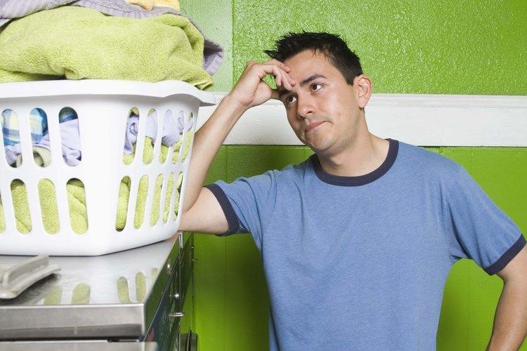 Mejora la elasticidad de tu camisa al suavizar las fibras de la tela.