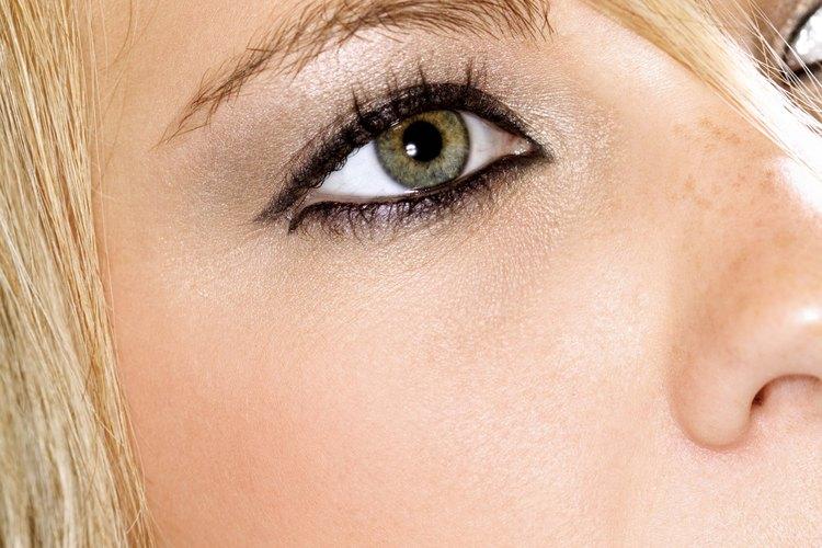 Henna para delinear ojos.