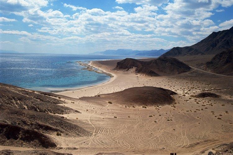 Recorre el Mar Rojo donde el desierto colorido de Israel se une con el agua.
