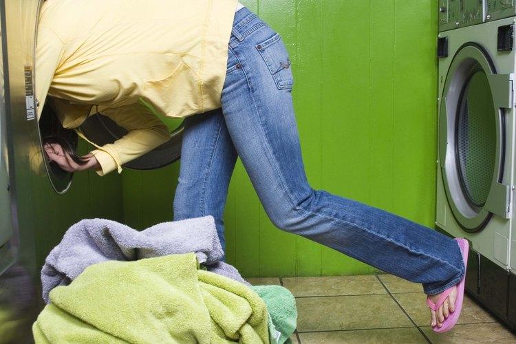 No pongas la ropa lavada en el mismo contenedor usado para transportar ropa sucia.