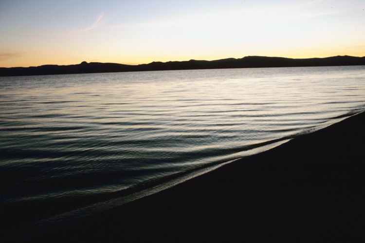 Lago Pyramid.