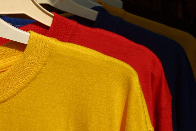 Una camiseta de color le agrega personalidad a tu guardarropa.