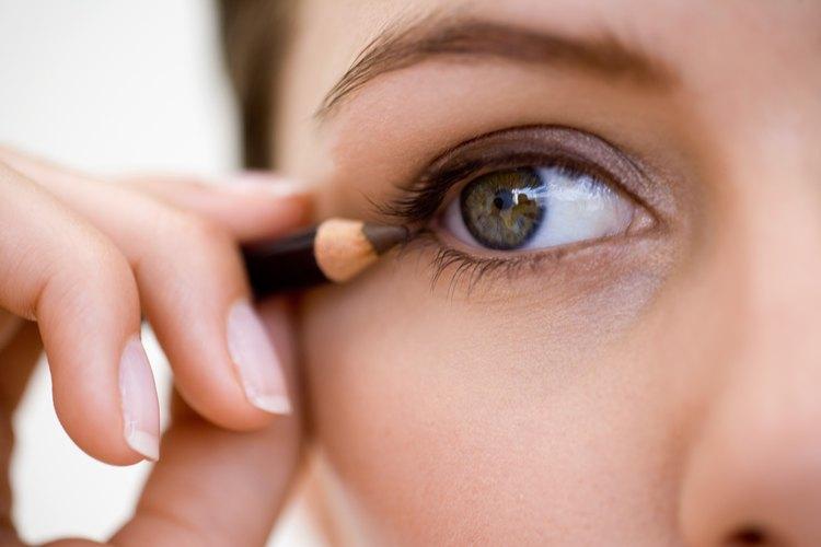 El delineador de ojos es conocido por las manchas.