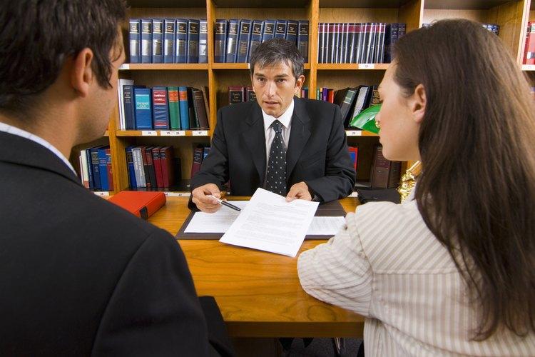 Contrata a un abogado.