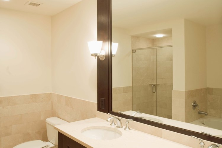 Independientemente del tipo de vidrio, es posible colgar un espejo sin marco.