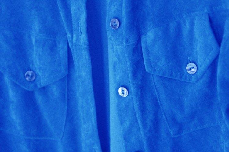 Elige una camisa azul que se vea conservadora