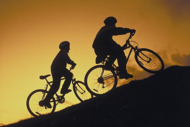 Utilizar un casco muestra un fuerte ejemplo para la seguridad y puede evitar serias lesiones.