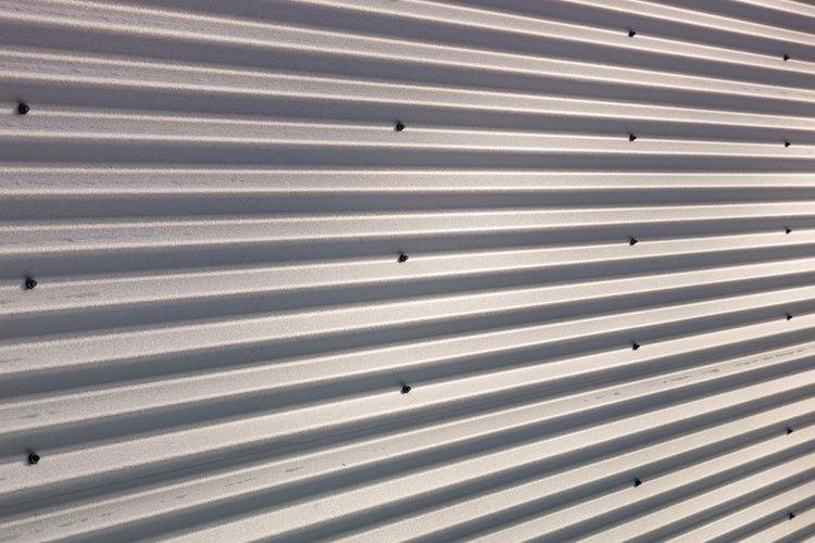 El aluminio se utiliza comúnmente en una gran variedad de materiales de construcción.