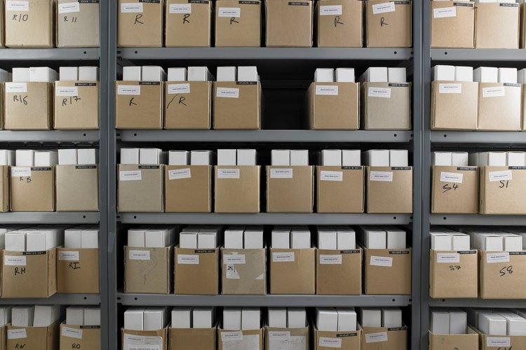 Las operaciones de almacén implican la recepción y almacenamiento de mercancías.