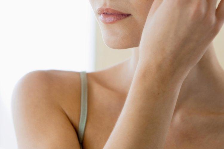 Las cejas curvas se ven mejor en personas con formas de cara angulares.
