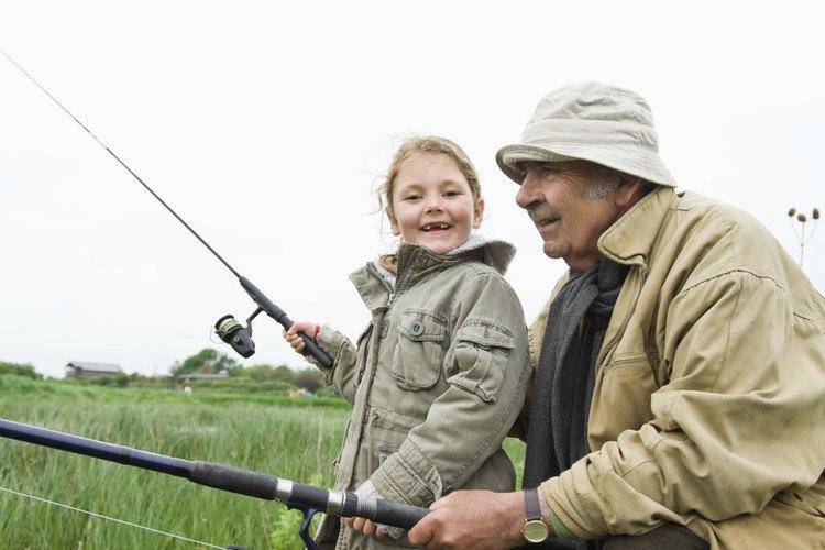 Pasa tiempo al aire libre con los nietos.