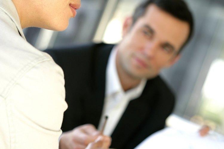 Algunas jurisdicciones requieren que los conflictos laborales sean llevados ante un tribunal de resolución de disputas especial de empleo.