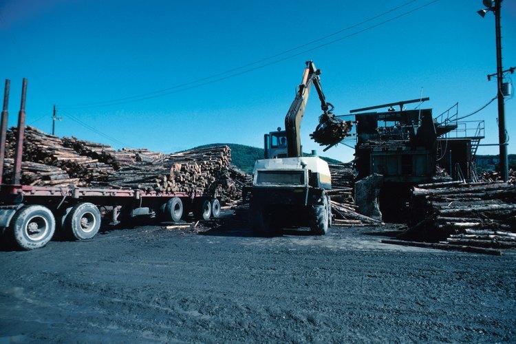 Las grúas con brazos telescópicos pueden llevarse a los sitios de trabajo y extenderse para levantar cargas pesadas.